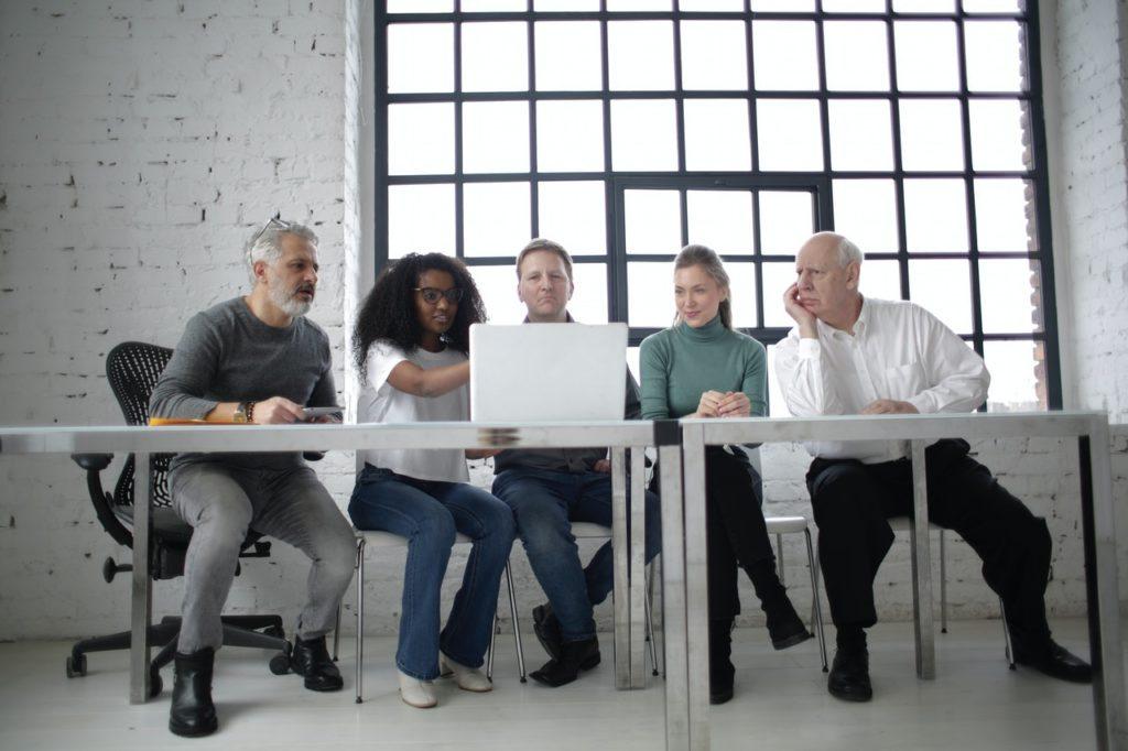 jerarquia en los equipos de venta social